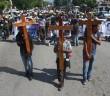 FOTOGALERÍA | Colocan cruces en Iguala por normalistas asesinados