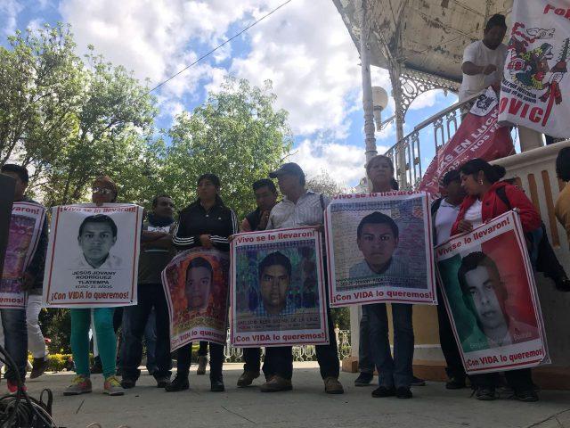 Ayotzinapa43 | De la Caravana de padres y madres en Nochixtlán