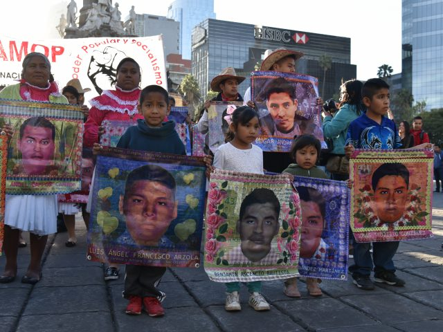 """Boletín de Prensa / """"La Corte debe ser valiente y estar con la verdad"""": familias de Ayotzinapa"""