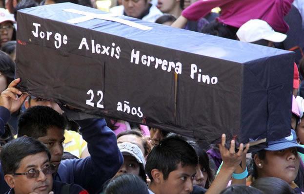 7 años de impunidad para estudiantes de Ayotzinapa víctimas de ejecución extrajudicial en diciembre de 2011