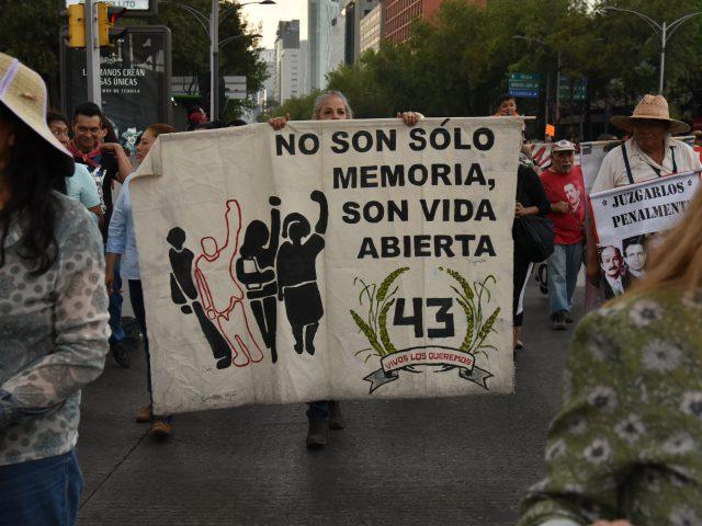 Comunicado + Fotogalería | La verdad que no llega: Madres y padres de los 43