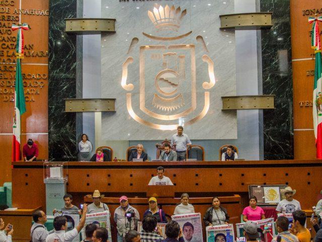 NOTA INFORMATIVA | Madres y padres de los 43 en la tribuna del congreso del estado de Guerrero