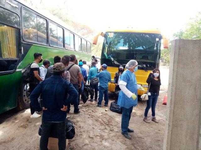 ¿El COVID viaja en autobús?