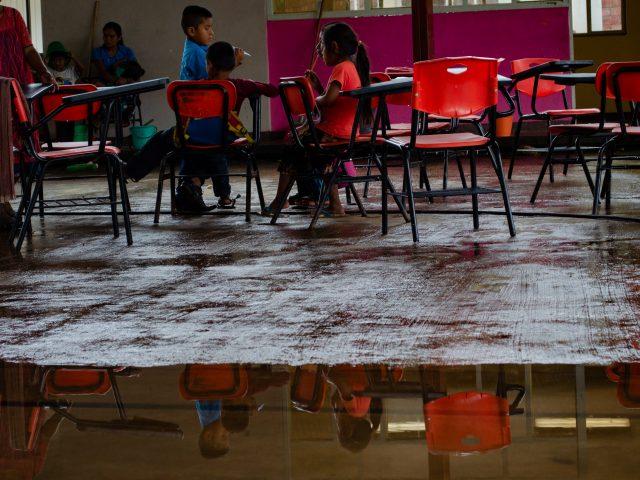 NOTA INFORMATIVA  Más de 30 maestros de la montaña, les fueron cancelados sus nombramientos.